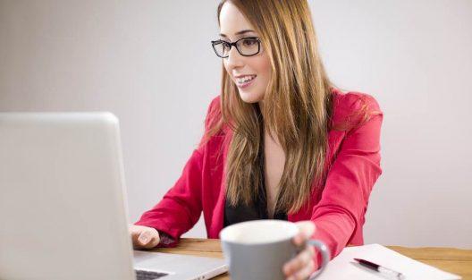 Jak ludzie flirtują i zdradzają online?
