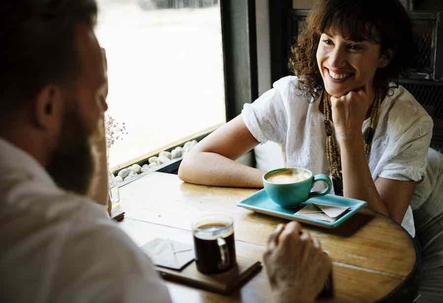 Dlaczego opowiadasz przyjaciołom o swoim związku?